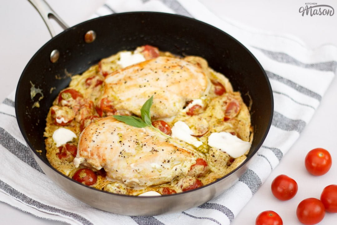 Creamy pesto chicken in a frying pan