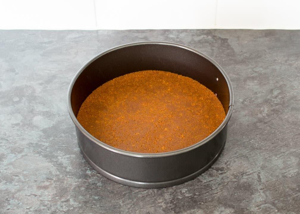 Biscoff Cheesecake: biscuit crumbs in a springform pan