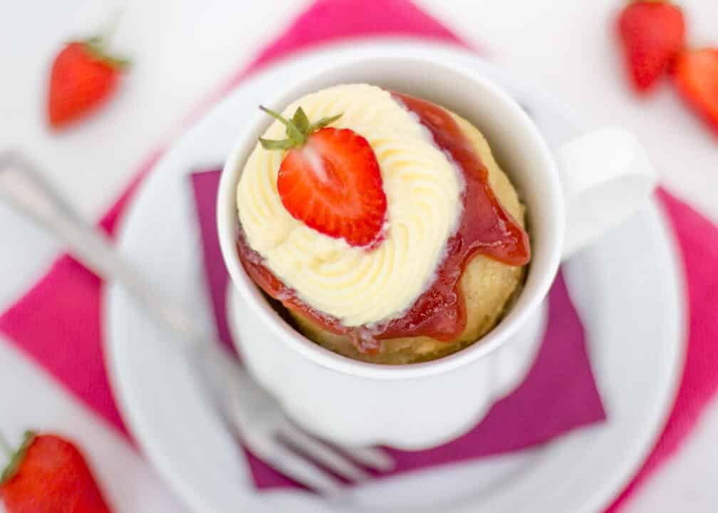 Speedy Strawberries & Cream Mug Cake | No Bake | Vanilla