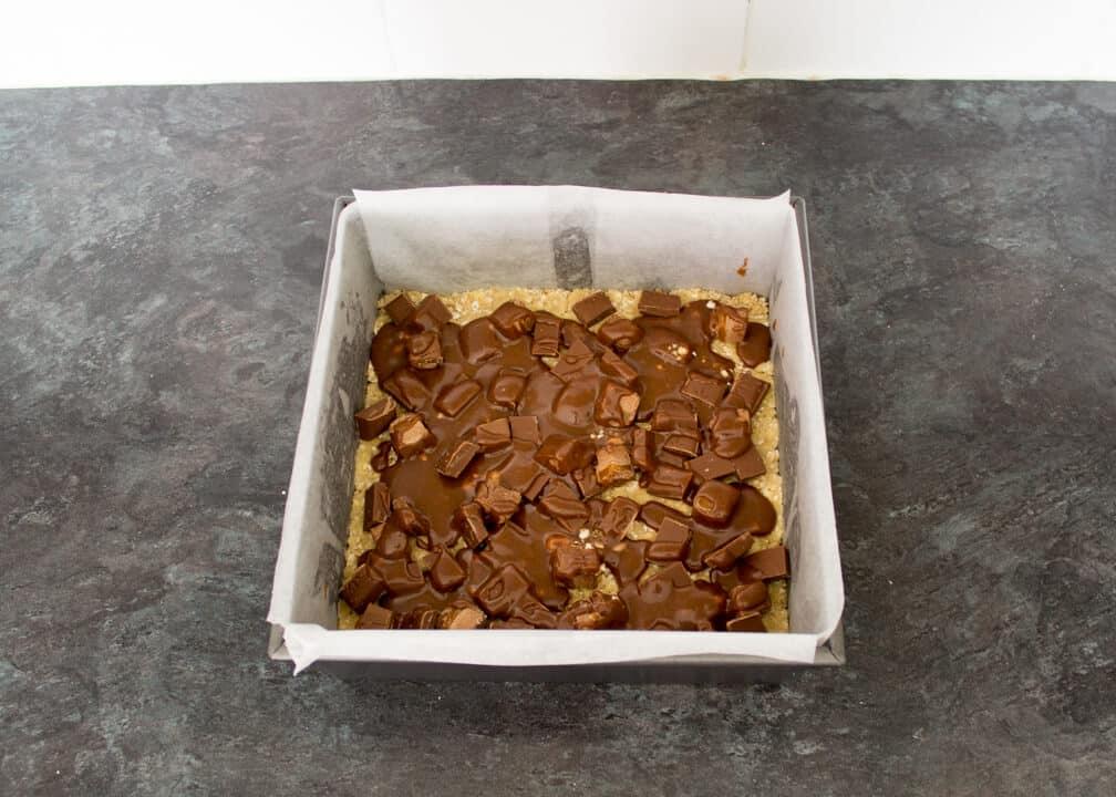 Mars Bar Oat Bars | Flapjack | Easy | Chocolate | Caramel | Tray Bake
