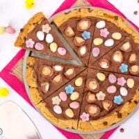 Easy Easter Chocolate Cookie Pizza