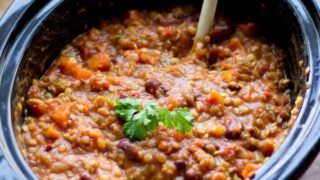 Easy Slow Cooker Vegetarian Chili Recipe