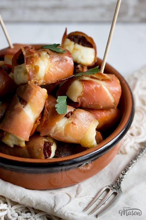 Party Snacks: Halloumi & Prosciutto Bites in a Dish