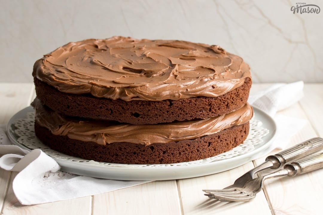 Easy chocolate cake recipe: Chocolate cake on a plate