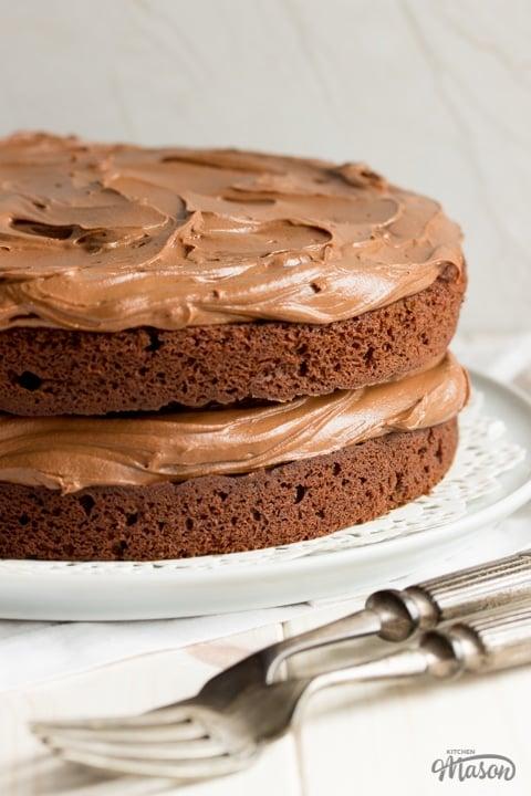 Easy chocolate cake recipe: Chocolate cake on a plate