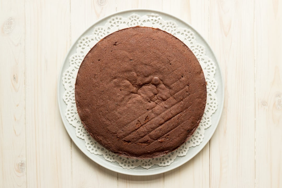 Easy chocolate cake recipe: One layer of chocolate cake on a plate