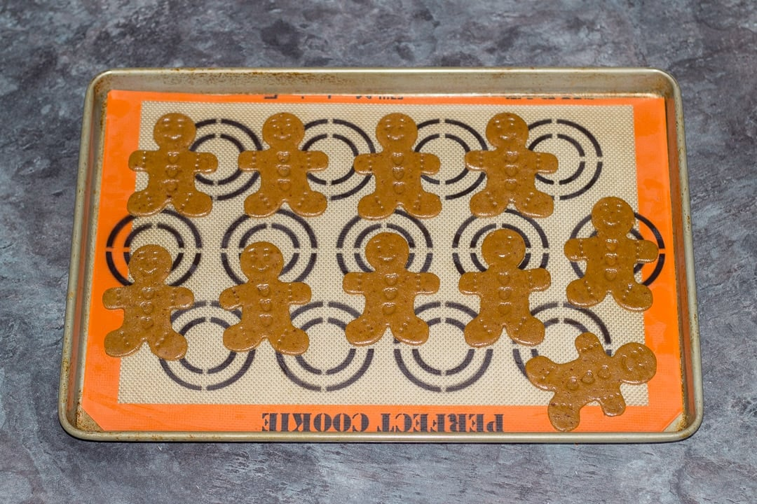 easy gingerbread recipe: gingerbread men unbaked on a baking tray