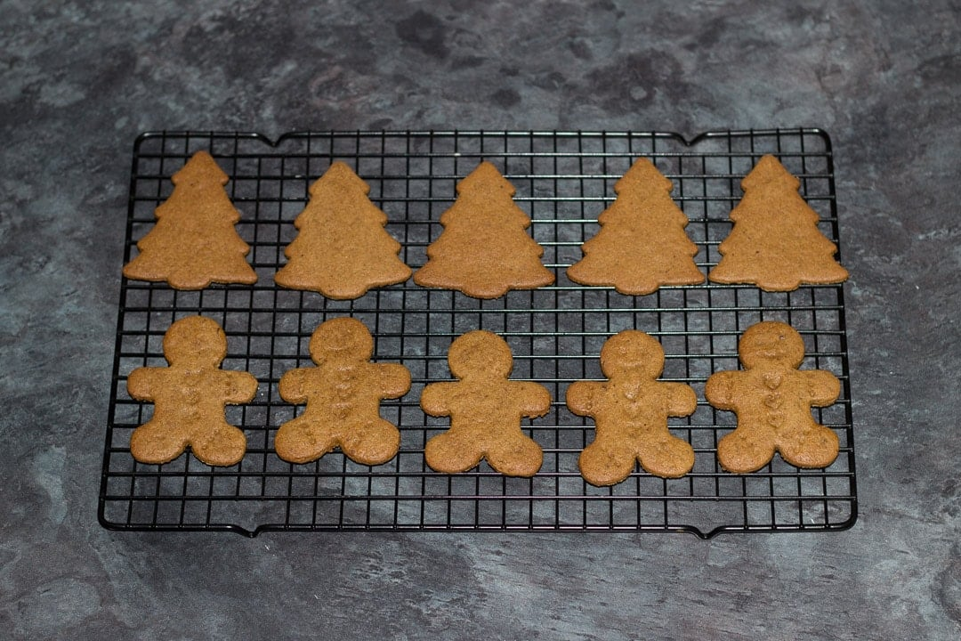 easy gingerbread recipe: baked gingerbread men on a cooling rack