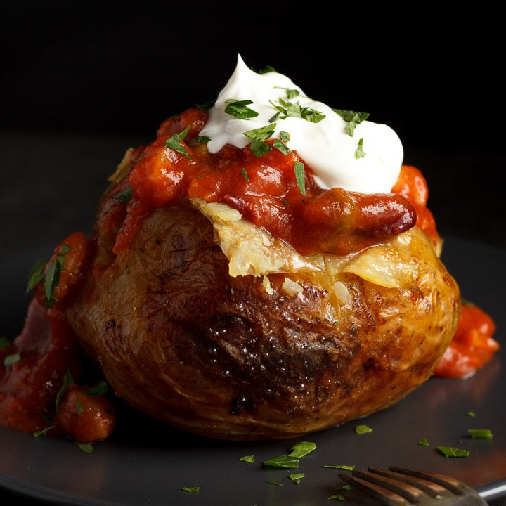 How to Make Easy Slow Cooker Jacket Potatoes